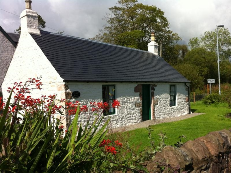 Holiday Homes near Loch Lomond Scotland with views over the National Park