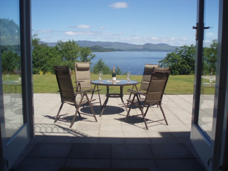 Luxury Holiday 2 Bedroom Apartment with views overlooking Loch Lomond in Scotland