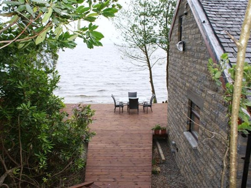 Waterside Self Catering Lodges and Cottages that overlooks onto Loch Lomond in Scotland